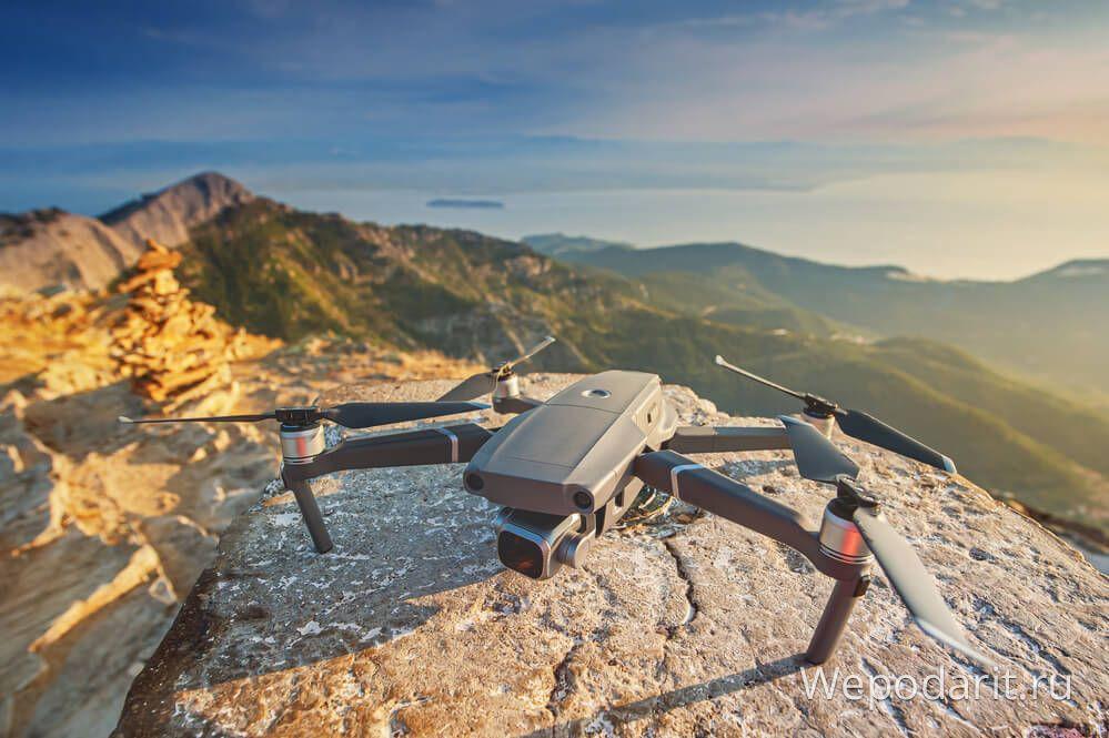 безпілотний дрон квадрокоптер