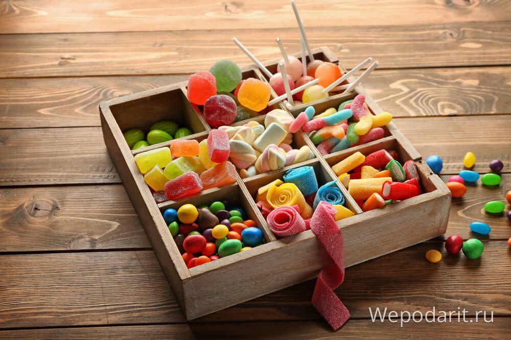 коробка льодяників і солодощами