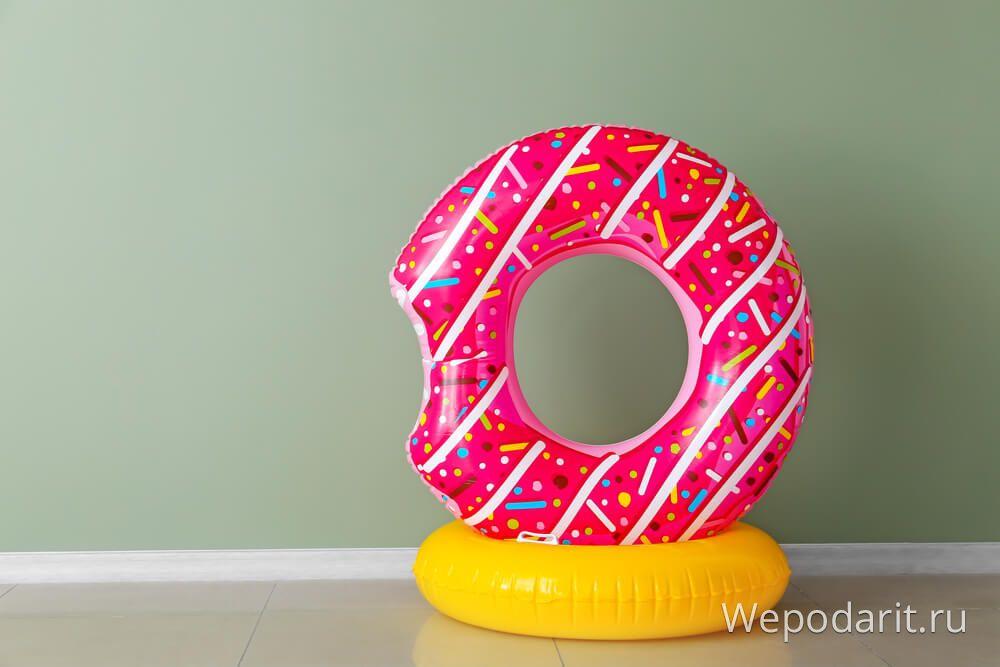 плавальний круг пончик