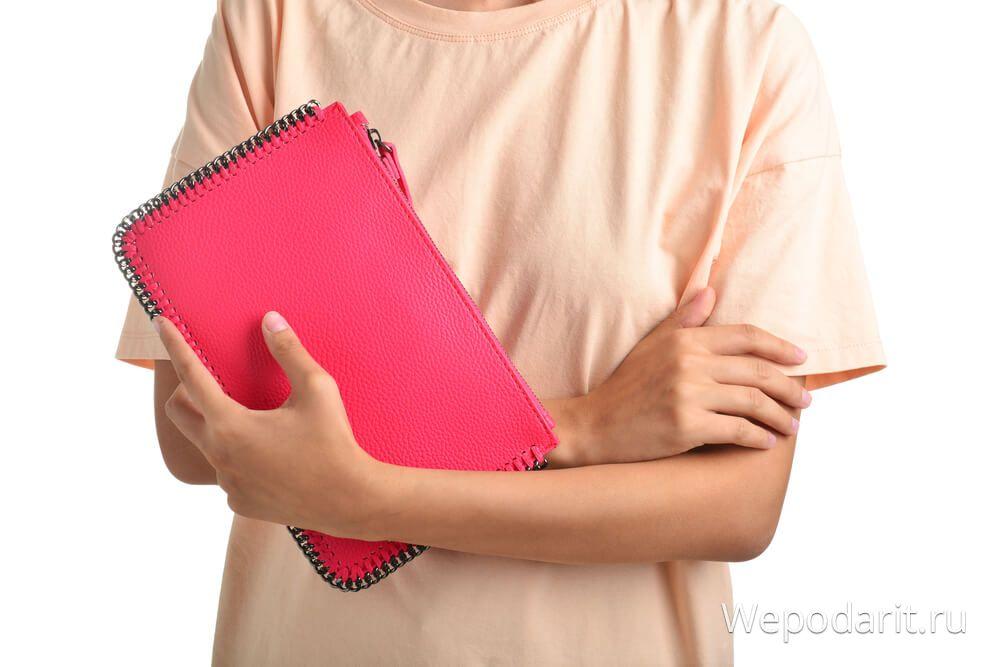 жіноча рожева сумочка