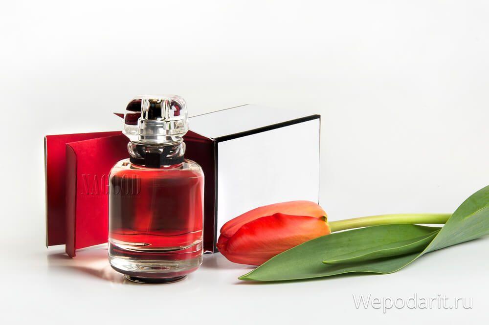 жіночі парфуми і тюльпан